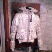 Куртка женская,  новая,  белая с капюшоном из Италии