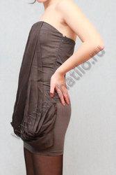 Серое платье без бретелек