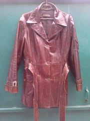 Продам Женскую кожаную лаковую куртку