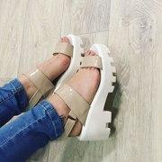 Лаковые босоножки женская обувь цвет светлый беж новые тракторная подо